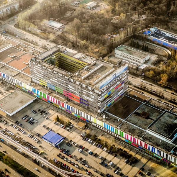 Das Telezentrum Ostankino in Moskau, die Heimstätte der großen Sender / bk