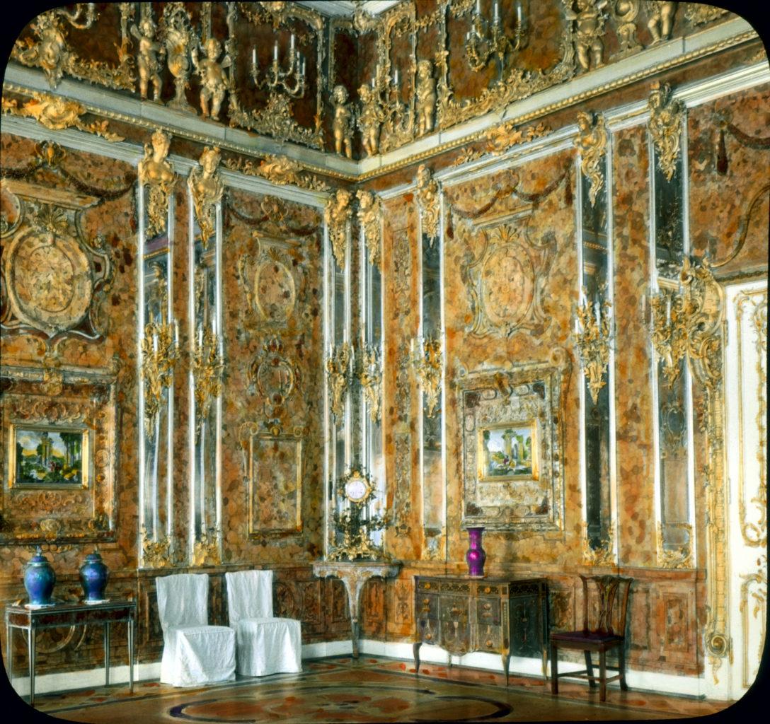 Das originale Bernsteinzimmer in einer Farbaufnahme von 1936. / Wikipedia
