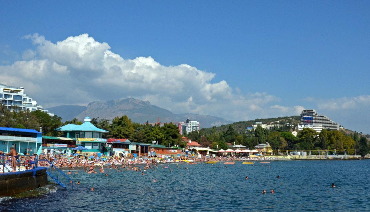 Das größte Kapital der Krim sind ihre Strände wie hier in Aluschta. / Tino Künzel