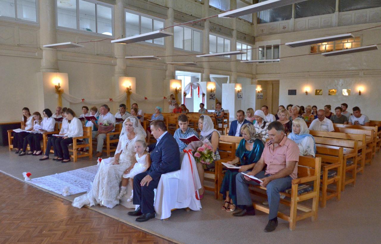 In der lutherischen Kirche von Marx an der Wolga lässt sich Mäzen Viktor Schmidt trauen. / Tino Künzel