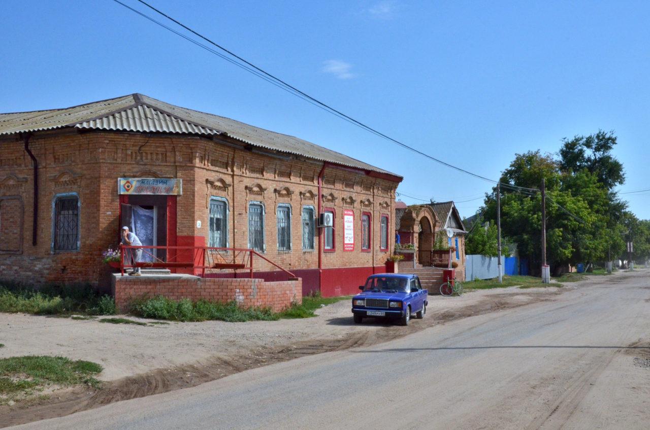 Ehemaliges deutsches Haus in Sowjetskoje, heute ein Gemischtwarenladen. / Tino Künzel