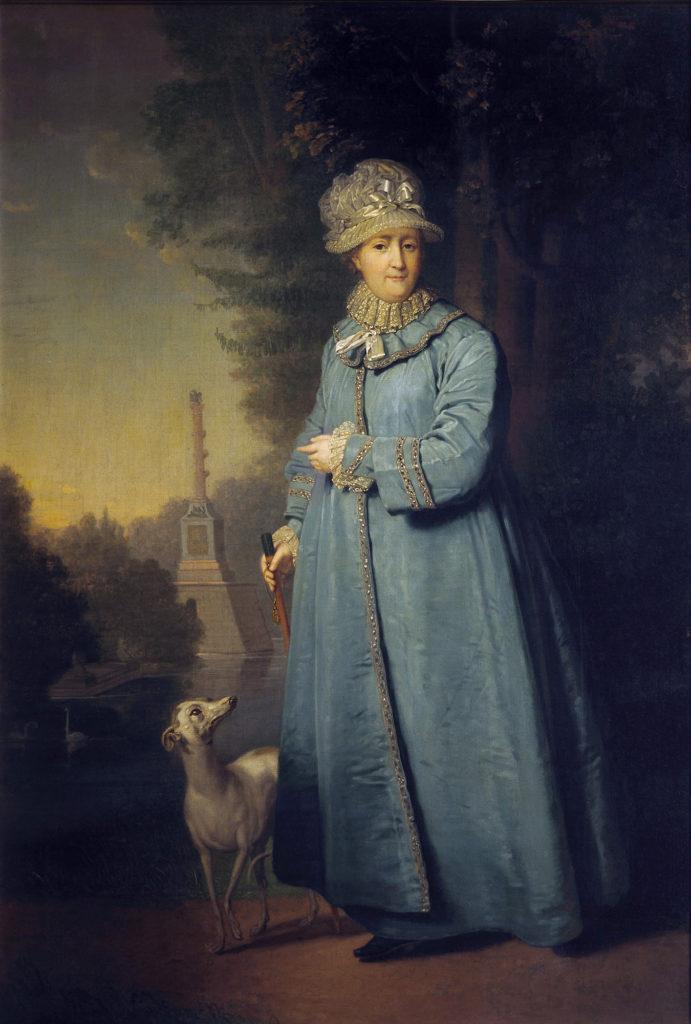 Åêàòåðèíà II íà ïðîãóëêå â Öàðñêîñåëüñêîì ïàðêå (ñ ×åñìåíñêîé êîëîííîé íà ôîíå)