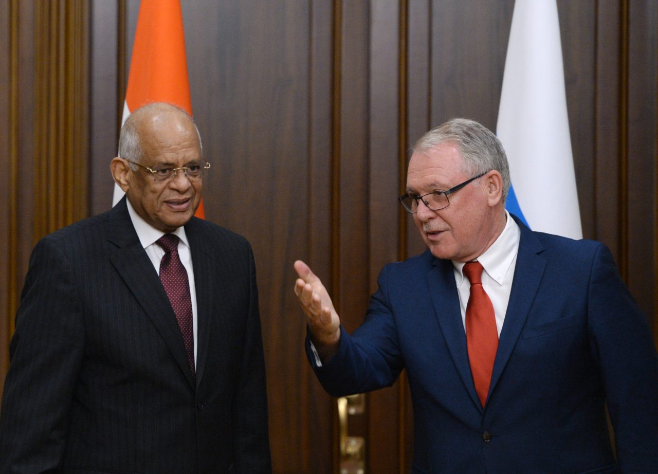 Alexandr Romanowitsch (r.) trifft in Moskau den Vorsitzenden des ägyptischen Parlaments Ali Abdel Aal / RIA Novosti