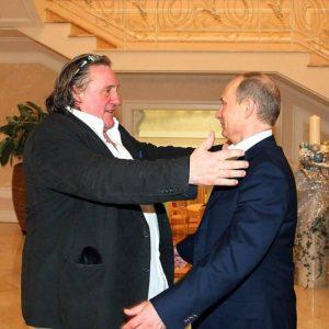Dieser Ausländer ist in Russland gern gesehen: Gérard Depardieu (links im Bild, mit Präsident Putin). Dabei ist er rechtlich gar keiner mehr: Depardieu hat bekanntlich die russische Staatsangehörigkeit. / Foto: kremlin.ru