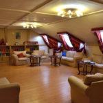 Kaminzimmer mit Bibliothek: Hier finden manchmal auch Konzerte und Vorlesungen statt. / Tino Künzel