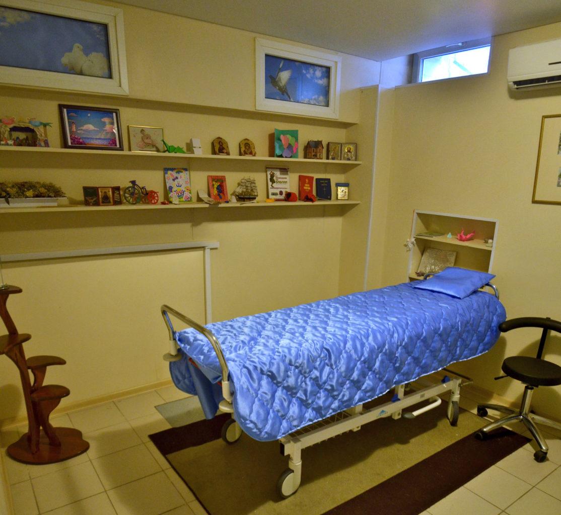 """Das """"Traurige Zimmer"""", wo Kinder nach ihrem Tod aufgebahrt werden und Eltern von ihnen Abschied nehmen können. / Tino Künzel"""