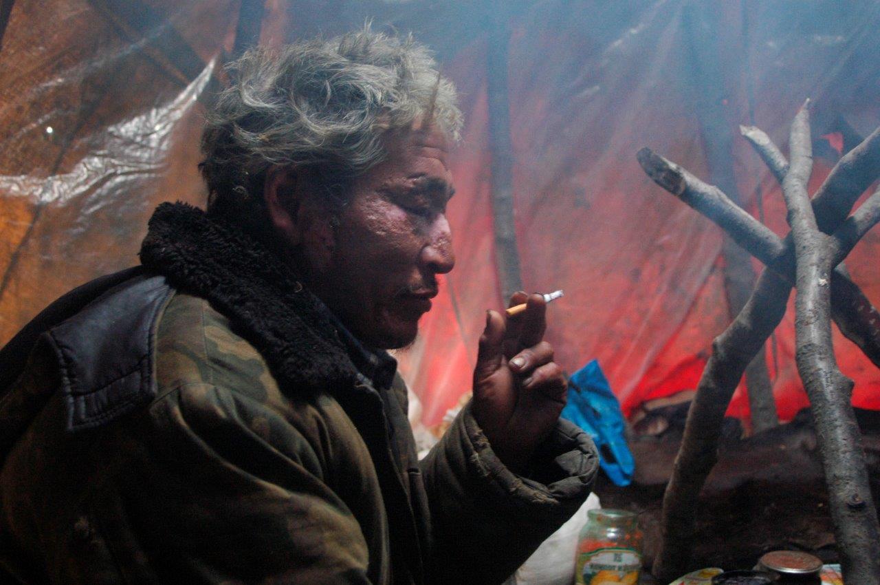 Im Zelt eines Rentiernomaden. Wannhoff lebte mehrere Wochen unter ihnen / Foto: Ullrich Wannhoff