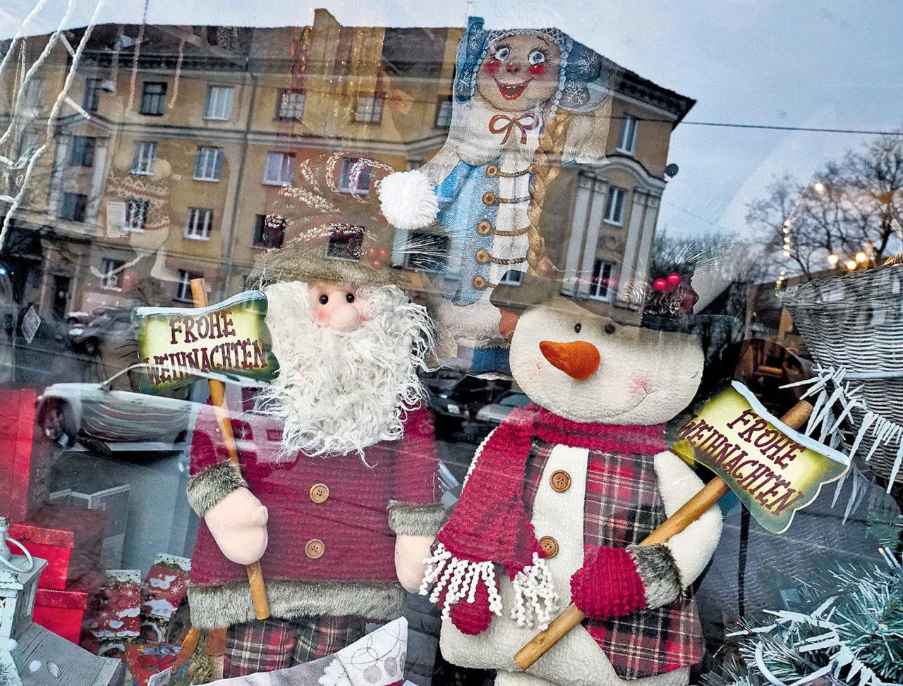 Frohes Fest! Vitrine eines Geschenkartikelladens in Kaliningrad, dem ehemaligen Königsberg. / RIA Novosti