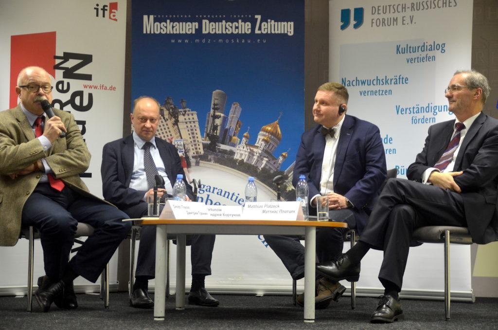 Erstes Moskauer Gespräch 2017: Dmitrij Trenin, Andrej Kortunow, Konstantin von Eggert und Matthias Platzeck (v.l.n.r.) diskutieren über den neuen US-Präsidenten Trump / pl
