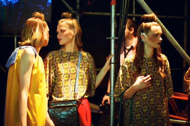 Models laufen für die Moskauer Designerin Alena Akhmadulina. / Katya Alagich (flickr)