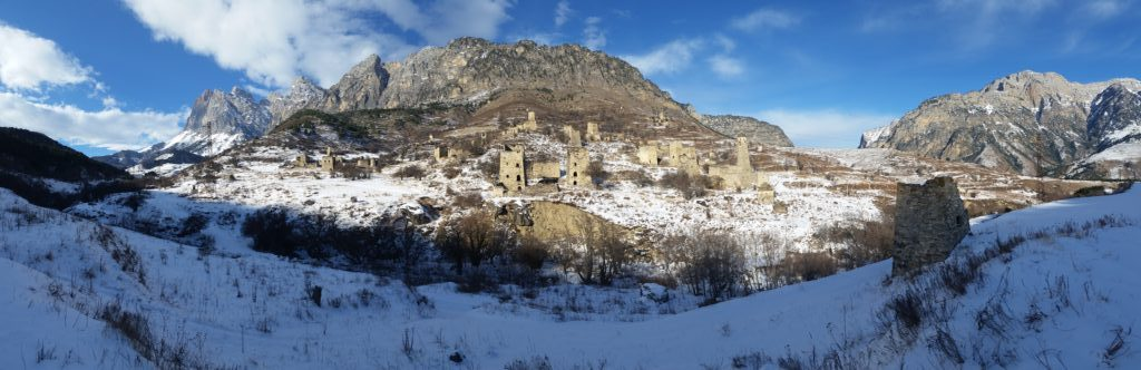 Panorama-Blick auf Egikal, die größte alte Wehrstadt Inguschetiens / Peggy Lohse