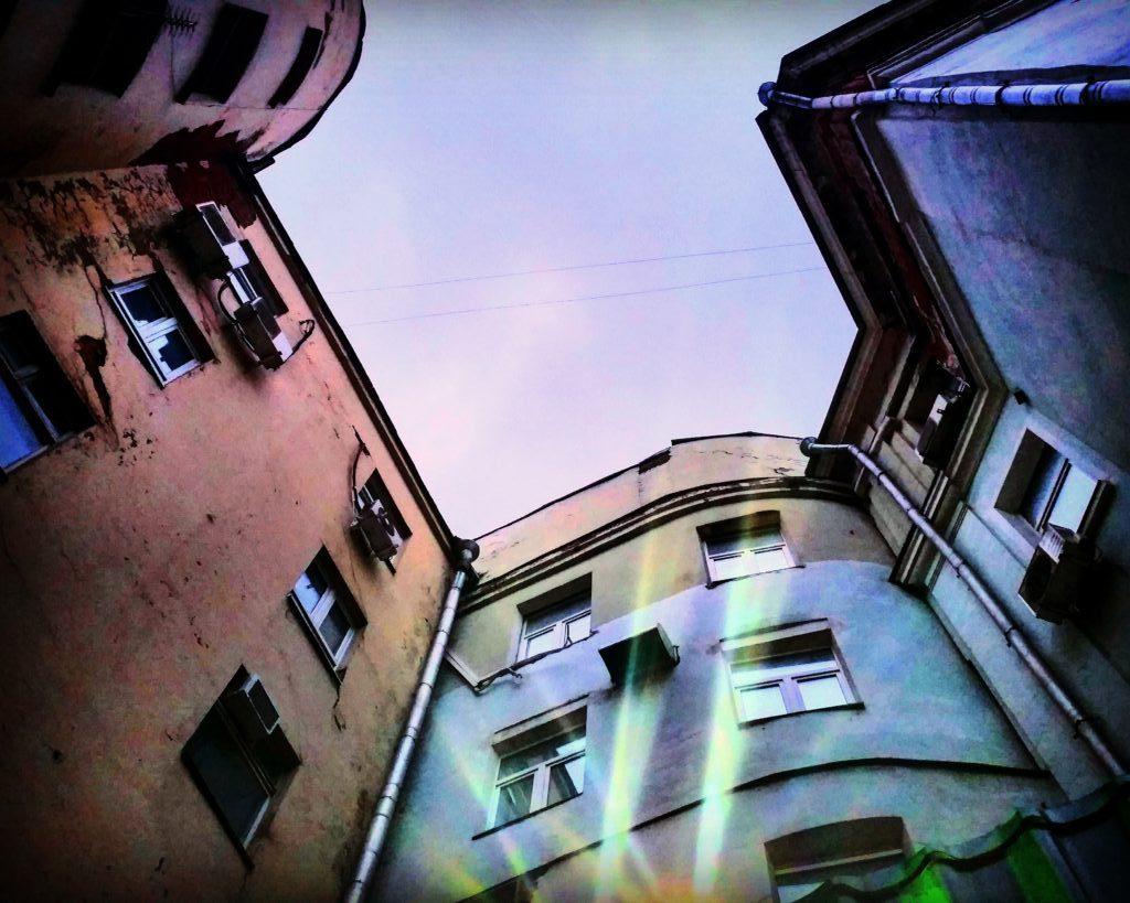 Moskauer Hinterhof an der Tschechow-Bibliothek / Peggy Lohse
