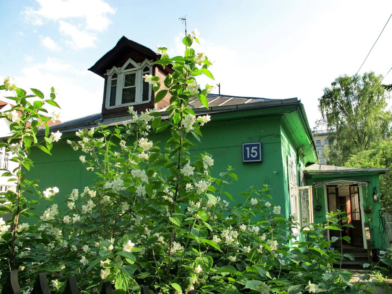 Wilde Gärten mitten in Moskau: So grün ist der Stadtteil Sokol. / Foto: Inna Runkowskaja.