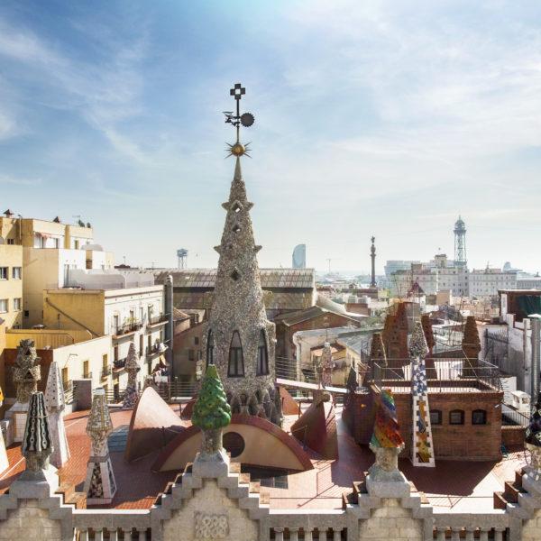 Gaudís Werke fallen sofort auf im Großstadt-Bild. / MMOMA