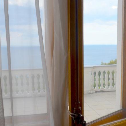 Solche Urlaubsausblicke suchen viele Russen wieder mehr im Ausland. Hier: Schwarzes Meer bei Jalta. / Peggy Lohse