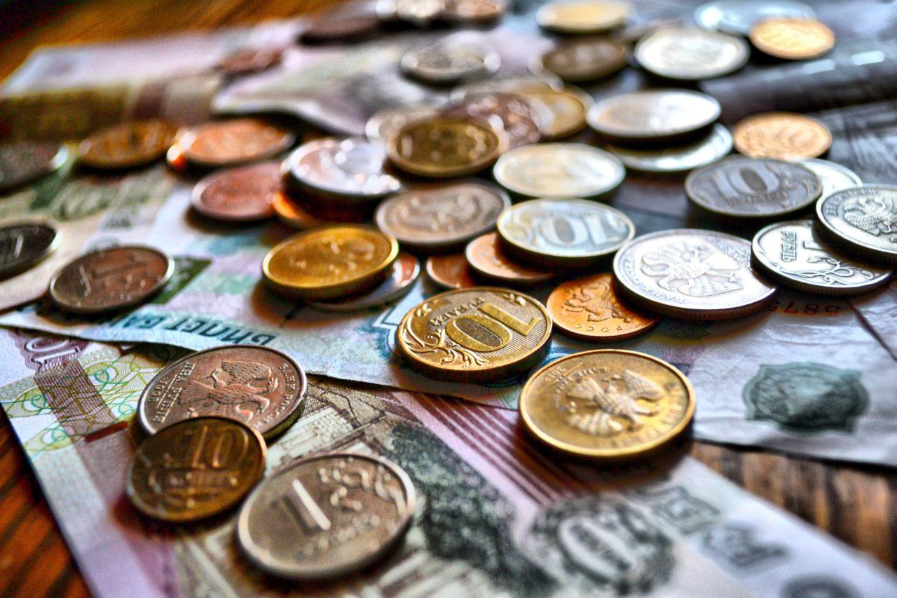 Rubel am Boden? Im Vergleich zu Euro und Dollar hat die Währung zuletzt an Wert verloren. / pixabay