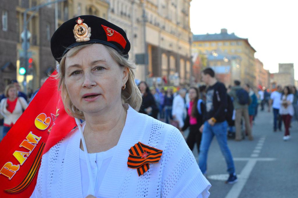 Das orange-schwarze Georgsband trägt jeder Teilnehmer des Umzuges.