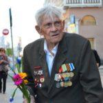 Der 97-Jährige hochdekorierte  Veteran spricht ein wenig Deutsch.