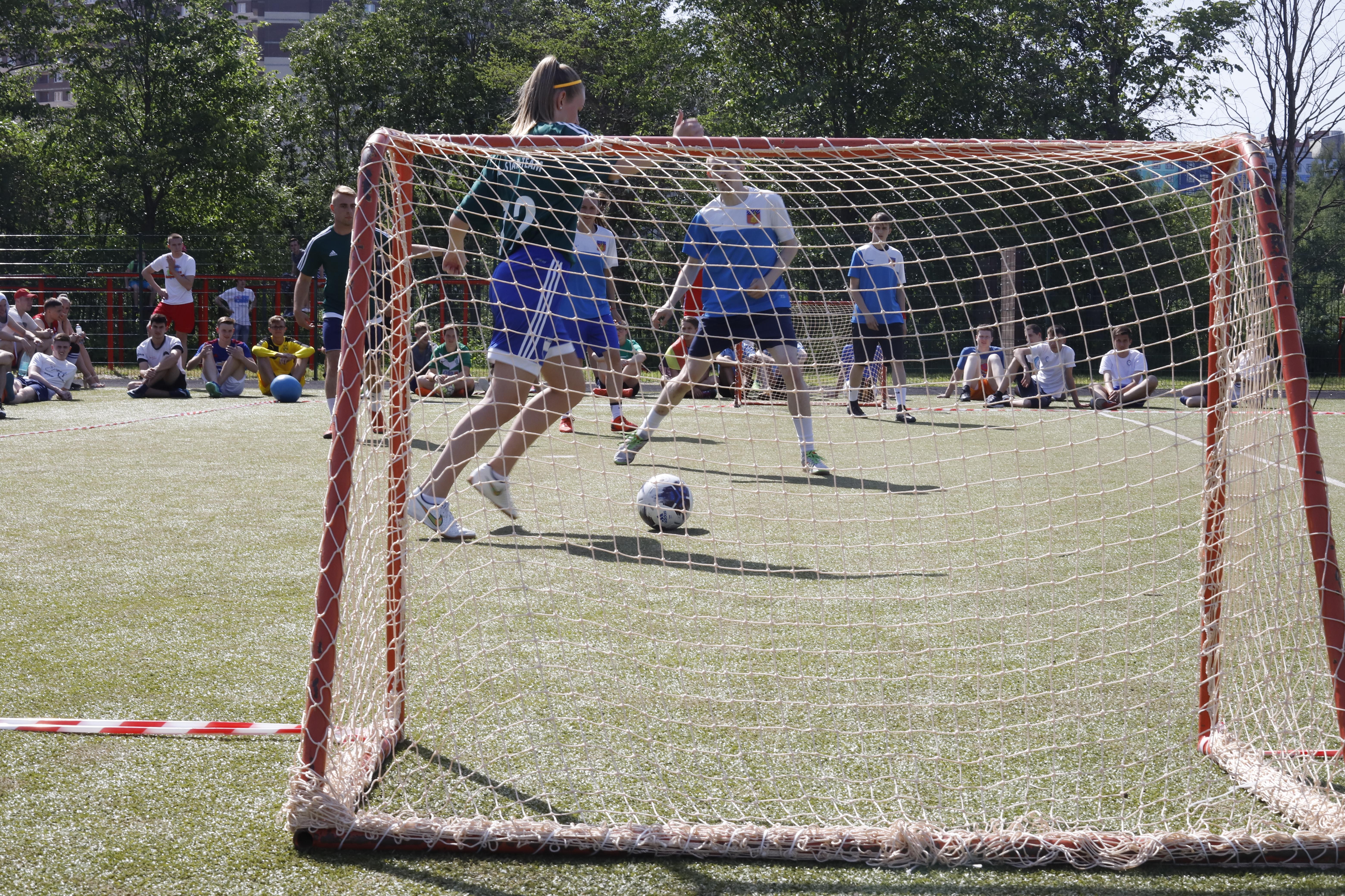 Mädchen gehören in jede Mannschaft bei den Deutsch-Russischen Fußballbrücken in Nowoje Dewjatkino / Peggy Lohse