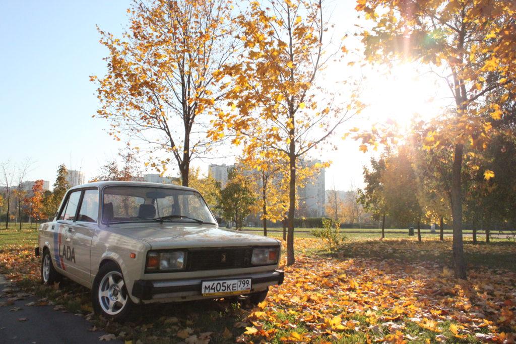 Er hat Wurzeln in Italien, ist billig und robust und war auf sowjetischen Straßen einst die Nummer 1. Doch im kapitalistischen Russland war der Lada nicht besonders populär. Doch nun entdecken immer mehr junge Leute den Volkswagen aus Sowjetzeiten wieder für sich.
