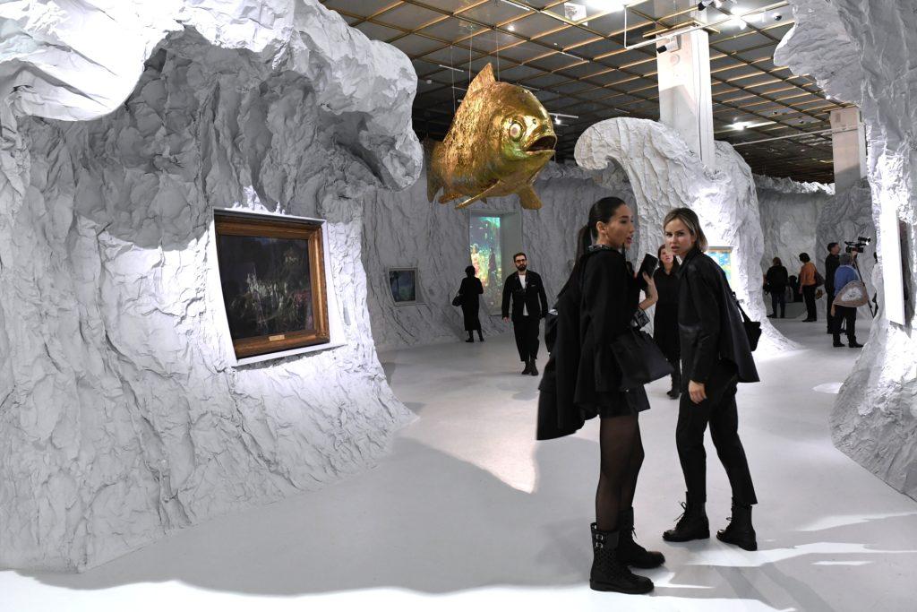 Die Unterwasserwelt der Märchenausstellung in der Neuen Tretjakow-Galerie