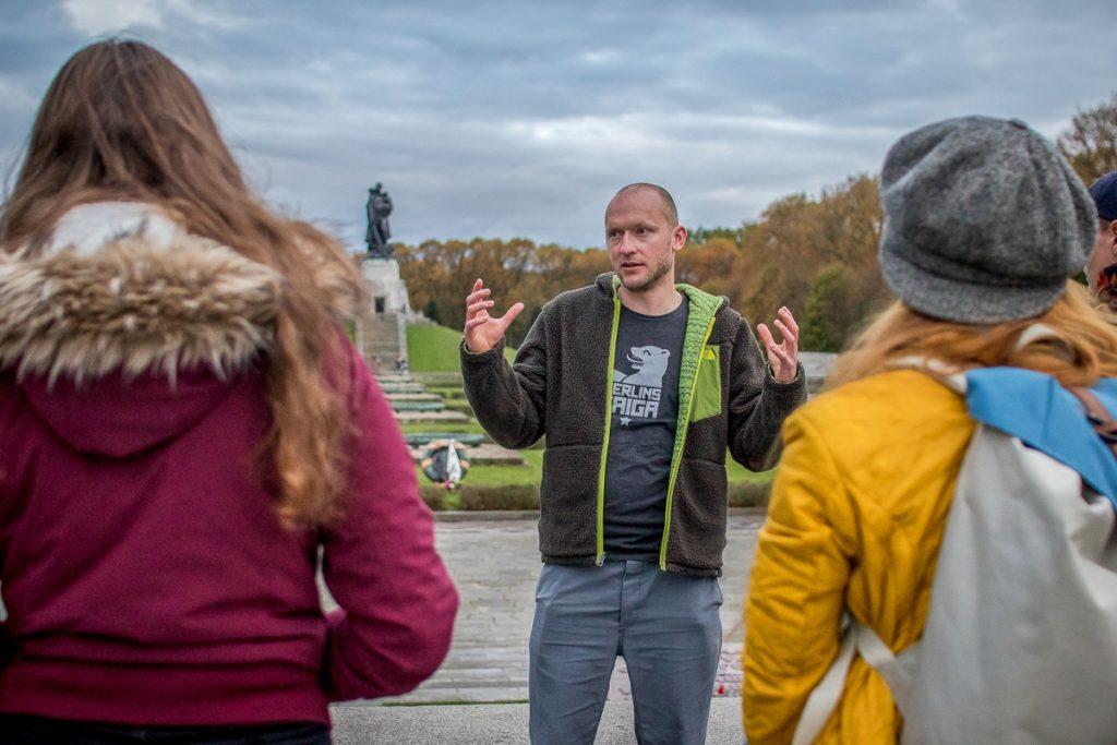Unterwegs mit Holger Raschke am Sowjetischen Ehrenmal in Berlin