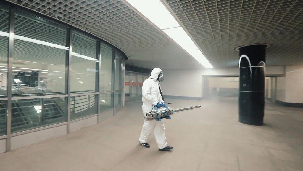 Corona und der Nahverkehr: Desinfektion einer Metrostation in Moskau