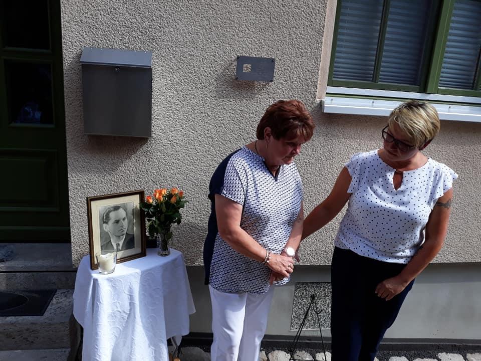 Heinz Baumbach aus Thüringen wurde in Moskau erschossen. Memorial brachte an seinem Wohnhaus eine Gedenktafel an.
