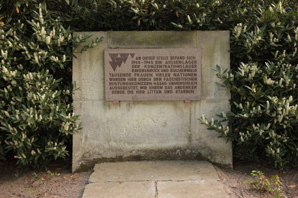 Ein Gedenkstein in Leipzig erinnert an die Zwangsarbeit in deutschen Unternehmen.