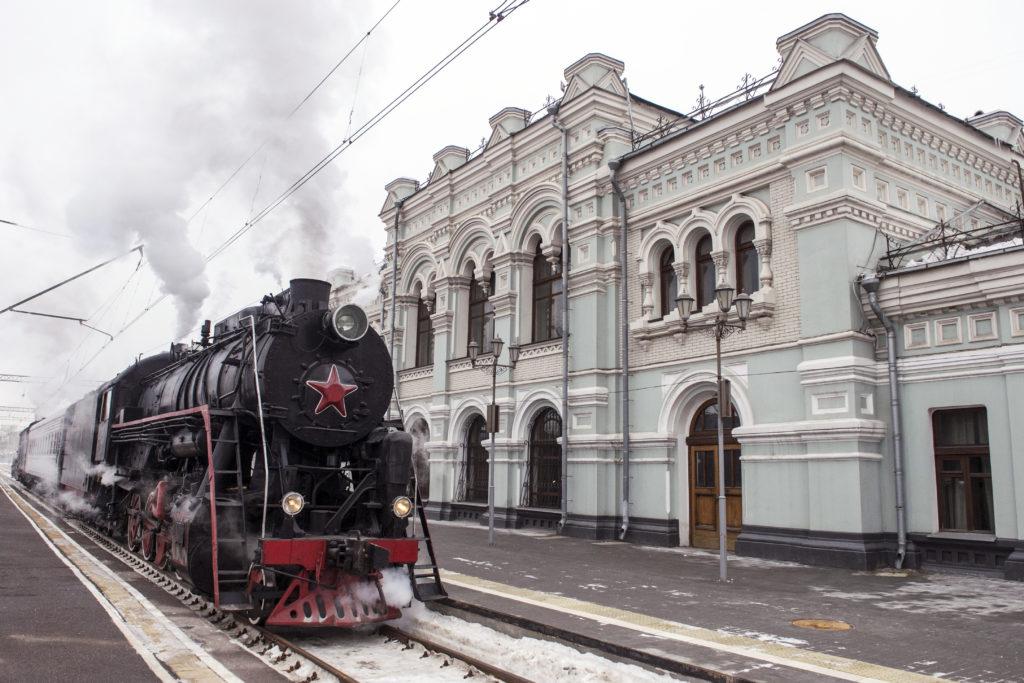 Dampfzug am Rigaer Bahnhof